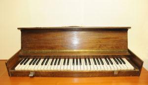 """2. Tastiera """"muta"""" portatile per esercizi appartenuta al pianista Giovanni Nenna"""