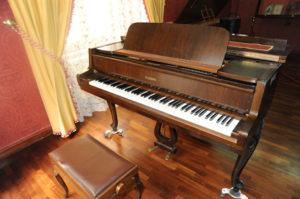 4. Pianoforte Schimmel. Dono Lions Club Ortona, aprile 1994