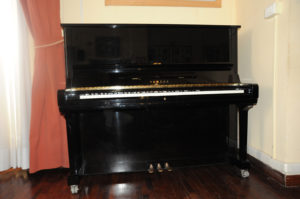 8. Pianoforte Yamaha da studio
